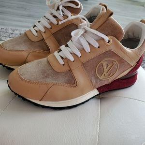 Authentic Louis Vuitton sneaker size 8_30